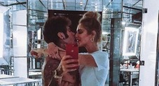 Chiara Ferragni e la foto romantica con Fedez: «Le vacanze con te iniziano adesso». Fan al veleno: «Quindi finora avete lavorato?»