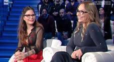 Domenica In, Naike Rivelli seminuda accanto a mamma Ornella Muti: «Sono di nuovo single»