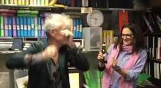 Anthony Bourdain morto, l'ultimo video: felice con Asia Argento cinque giorni prima del suicidio