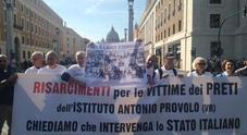 A San Pietro il primo sit-in di protesta delle vittime italiane di pedofilia