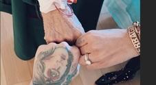 Chiara Ferragni e Fedez in ospedale da nonna Luciana: «Forza»