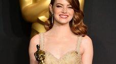 Emma Stone: «Coccolo l'Oscar come un bimbo ma è un uomo nudo»