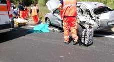 Esce dall'auto dopo l'incidente, ma viene travolta: morta una 40enne