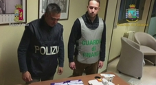 Vendeva e assumeva doping: arrestato ex campione body building