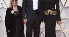 Bradley Cooper con mamma e moglie agli Oscar
