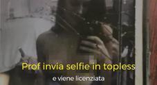 Prof invia selfie in topless al fidanzato e viene licenziata: «Voglio 3 milioni di risarcimento»