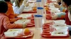 IL FATTO Genitori non pagano la mensa, alla bimba solo tonno e crackers