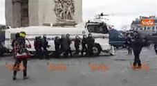 Scontri con la polizia, il ministro:«Attacco alla democrazia»