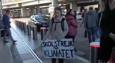Greta a Roma, appello per il clima alla stazione Tiburtina Video