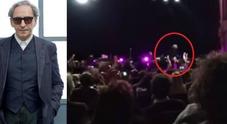 Il precedente/ Quando cadde dal palco durante un concerto