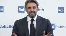 Flavio Insinna e la gaffe su Arezzo, la precisazione in diretta: «L'Eredità è fatta anche per imparare cose»