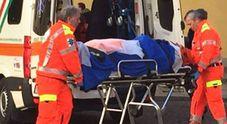 Padre di due figli si lancia da un palazzo in centro sotto gli occhi dei parenti nel Leccese: choc in città