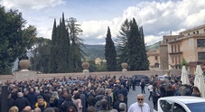 Folla al funerale