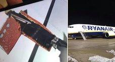 Francoforte, lo squarcio dell'ala dell'aereo Ryanair