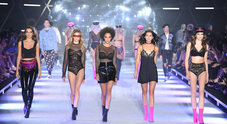 Da Emma Marrone a Paris Hilton dj, parata di star per la sfilata Tezenis
