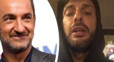 Fabrizio Corona furioso, insulti contro Nicola Savino: «Ti ricordi quando mio padre...»