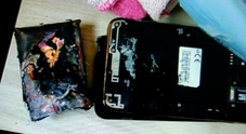 Scoppia lo smartphone: letto a fuoco, bimba di tre mesi avvolta dalle fiamme