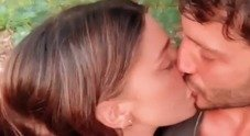 Belen e il bacio appassionato con Stefano De Martino su Instagram, il commento di lui commuove i fan