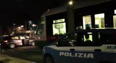 Auto sui binari del tram a viale Aventino