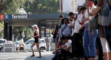 Foto/ Cittadini e turisti a piedi: assalto ai taxi