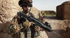 Faceva credere di essere un militare: ferito