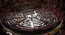 Deputati fanno sesso nei bagni della Camera: «Lei è del M5S, lui della Lega». E impazza il toto-nomi