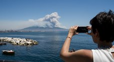 Il rogo che sfregia il Vesuvio: «Dietro c'è la criminalità»