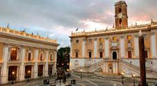 Approvato il bilancio, Roma evita il default: i grillini lasciano l'aula prima del voto