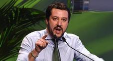 """Ambulanti sulle spiagge, protesta dell'Arci Lecce. Il ministro Salvini: """"A sinistra preferiscono tutelare l'illegalità"""""""
