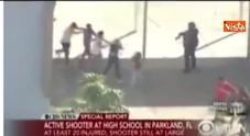 Video Gli studenti vengono fatti evacuare dalla scuola