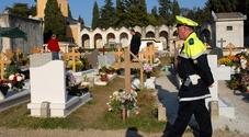 Set hard al cimitero, l'attrice era vestita da suora: scandalo a Firenze, tre denunciati
