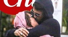 Asia Argento e Fabrizio Corona, ecco la foto del bacio. E lei sbotta: «Lasciatemi sognare in pace»