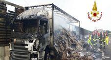 Sulla A4 furgone contro tir carico di cartoni, esplode bombola di gas:due morti