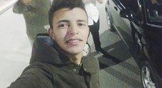 Manuele si è svegliato dal coma: «Non è ancora fuori pericolo». L'incidente al primo giorno di lavoro
