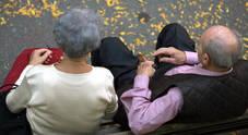 «Troppo sesso con nostra madre 85enne»: i figli di lei denunciano l'amante troppo focoso