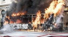 Roma, bus esploso: tutti i rischi dei passeggeri sulla flotta dei mezzi-carcassa