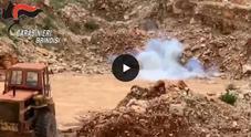 Fasano, panetti di hashish e una bomba nelle campagne di Savelletri - VIDEO