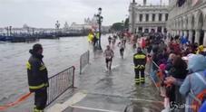 Venezia, allerta acqua alta con punte di 145 cm: cambiato il percorso della maratona