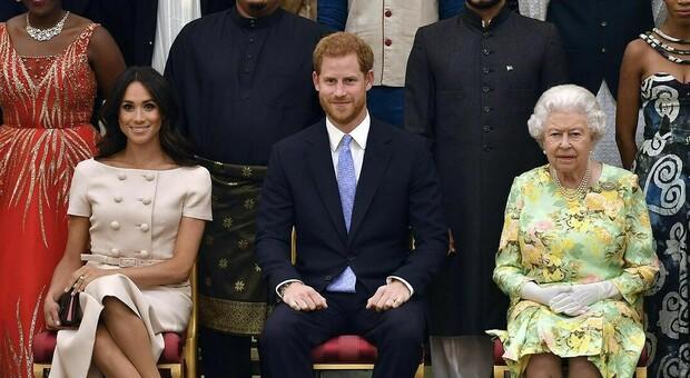 Meghan Markle, il biografo di Lady Diana: «Elisabetta non abdicherà mai, Harry sparirà»