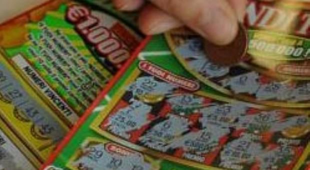 Gratta il biglietto e vince 2 milioni di euro: caccia al vincitore