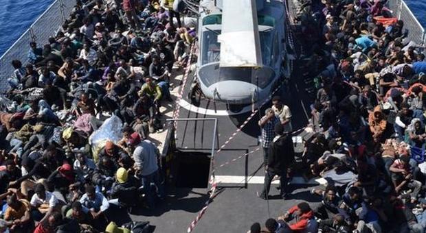Migranti, dieci navi con 7300 profughi arrivano in Italia: ecco dove sbarcheranno