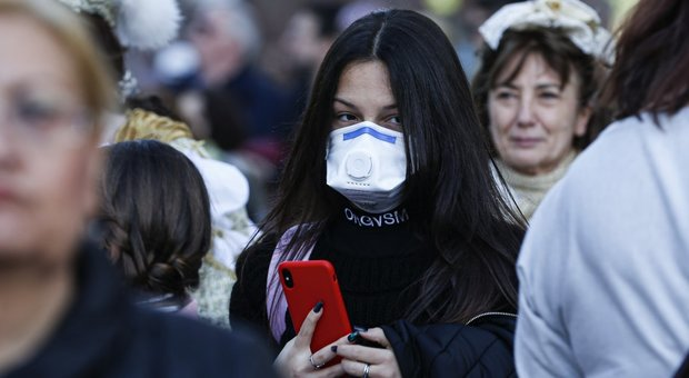 Il boom delle mascherine, prime denunce: «Prezzi aumentati fino al 1.700%»