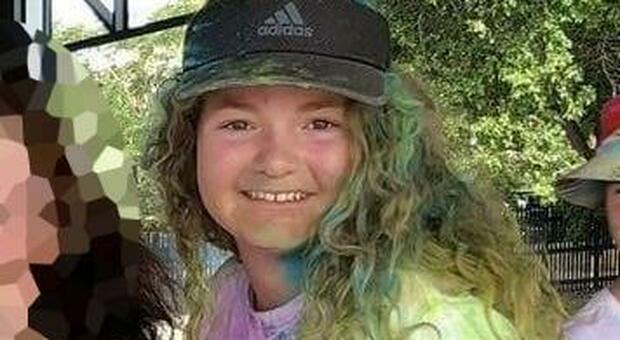 La corda che trascina l'auto impantanata si spezza e la colpisce in pieno: Mackenzie muore a 15 anni