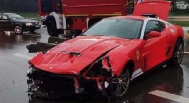 Ferrari 599 Alonso Edition: uno dei 40 esemplari finisce distrutto in un incidente