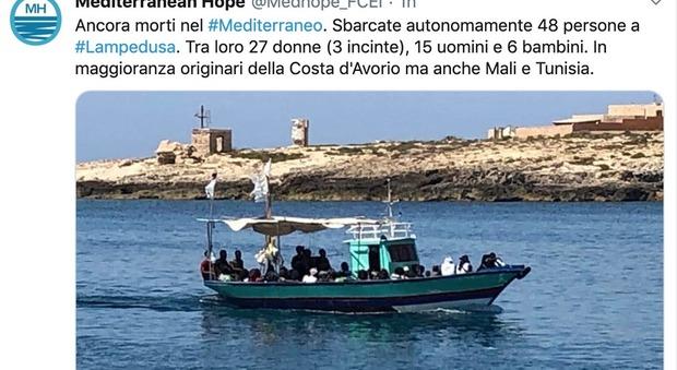 Migranti, barca con 48 migranti a Lampedusa. Testimoni: «Morti durante il viaggio, tra loro un bimbo di cinque mesi»