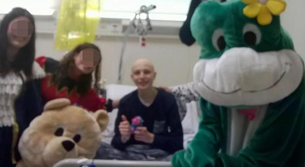 Morto Simone, 18enne di Novi malato di tumore: per aiutarlo tutta la classe si era vaccinata