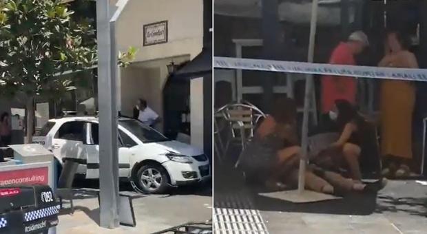 Auto piomba a tutta velocità sui tavolini di un bar: 11 feriti, uno è gravissimo. Arrestato il guidatore