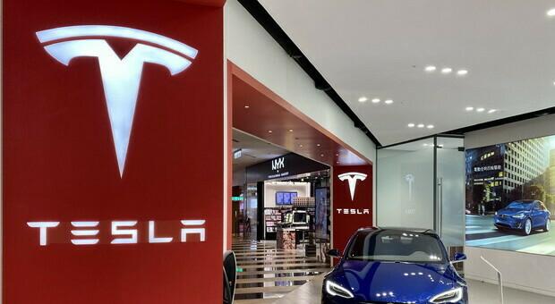 Tesla, chiesto il richiamo di 185mila auto: «Problemi di sicurezza». Ecco cos'è accaduto
