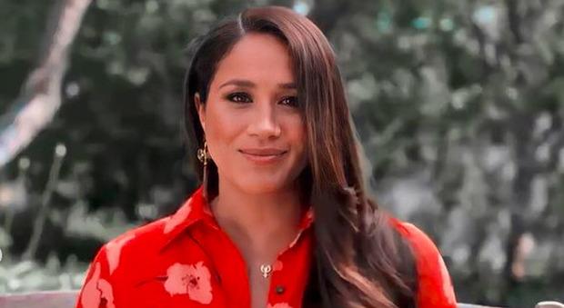 Meghan Markle torna in tv dopo l'intervista a Oprah Winfrey e lancia un appello, il retroscena: «Ha addosso una fortuna»