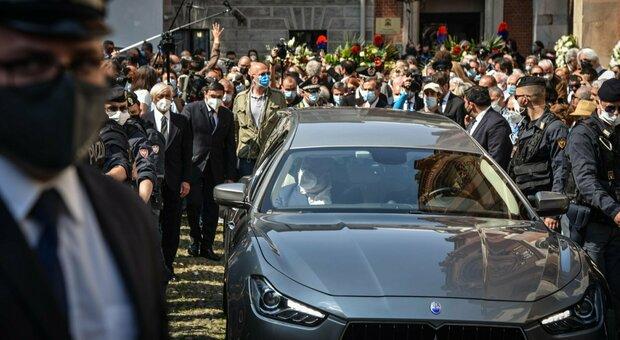 Carla Fracci, diretta funerali oggi alle 15: Milano le dedica un tram tutto in bianco
